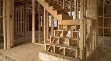 Различные конструкции деревянных лестниц