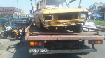 В Киеве будут убирать с дорог и тротуаров брошенные транспортные средства