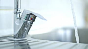В одном из районов столицы начали отключать горячую воду