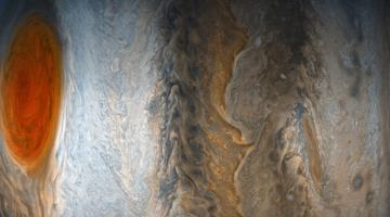 NASA показало красочные фото Юпитера