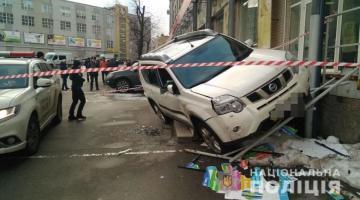 Стрельба в центре Киева: нападавшие в масках похитили из машины потерпевшего сумку с деньгами