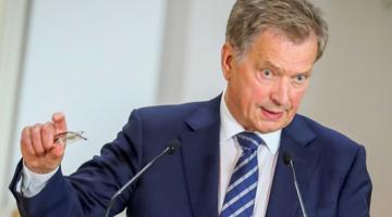 Порошенко и президент Финляндии обсудили по телефону освобождение украинских политзаключенных в РФ
