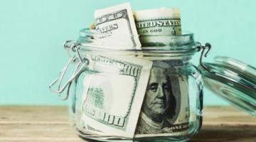 Рынок валют: в первый месяц осени украинцы затянули пояса