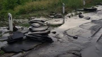 В Кировоградской области иловый поток снес машину с дороги