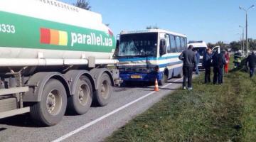 В Днепропетровской области автобус с пассажирами врезался в бензовоз: восемь пострадавших