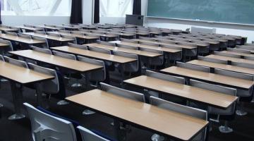 В Днепре первоклассник выпал с третьего этажа школы