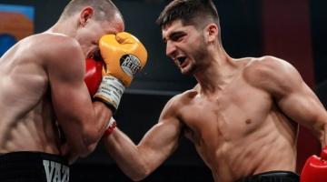 Непобедимый украинский боксер одержал победу в бою в России