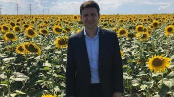 Зеленский поделился своим фото в подсолнухах в поздравлении аграриев