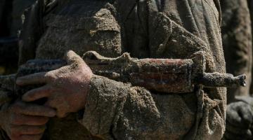 Больше всего обстрелов на Мариупольском направлении, одного военного ВСУ ранил снайпер