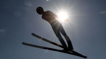Швейцарский горнолыжник скончался после падения на параплане
