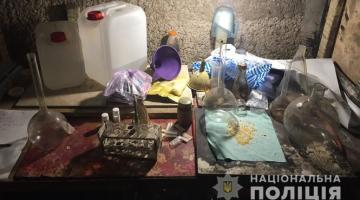 В Херсоне разоблачили вооруженных мужчин, которые делали амфетамин и продавали его