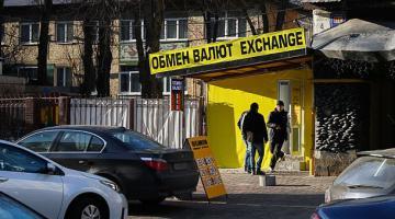 Гривня крепнет: эксперт озвучил прогноз по курсу доллара в Украине