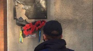 В Полтаве вандалы разбили мемориальную доску погибшему бойцу АТО