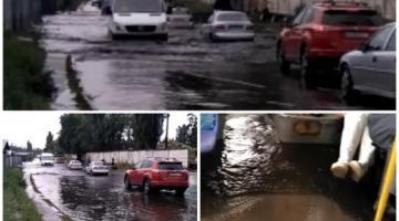 Ливень в Киеве: на одной из улиц образовалась огромная лужа, вода затопила салон автобуса с пассажирами