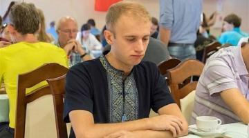 Украинский шашист выиграл суд у федерации, дисквалифицировавшей его за вышиванку и слова о Путине