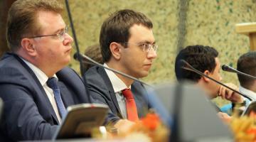 Омелян решил уговорить Илона Маска открыть производство в Украине