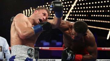 Сергей Деревянченко раздельным решением судей проиграл чемпионский бой