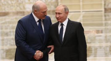 Лукашенко может лишиться власти из-за Путина: эксперты указали на коварный сценарий