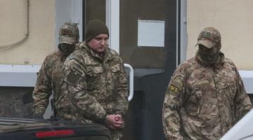 Пленным украинским морякам в Москве передали продукты и вещи