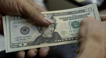 В Украине подешевел доллар, а евро вырос после обвала