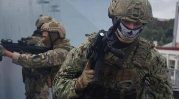 В Одесской области украинские военные провели тренировку на британском эсминце Dragon