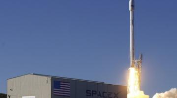 Ракета SpaceX приземлилась на плавающую платформу, но не совсем удачно