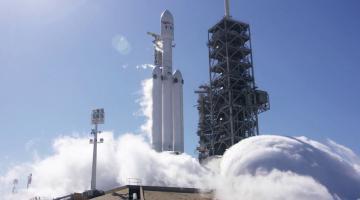 SpaceX провела успешный статический прожиг двигателей ракеты Falcon Heavy