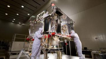 Ученые выяснили, как микробы умудряются выживать в стерильных условиях космических аппаратов