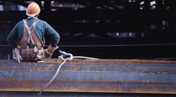 Количество вакансий в сфере строительства начало увеличиваться